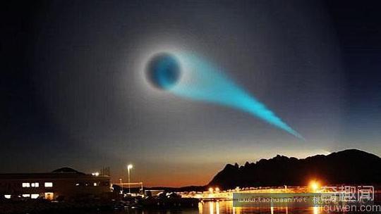 无意间拍到一个怪异的蓝色光圈