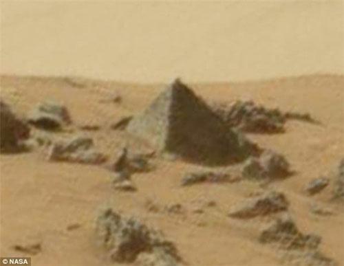外星人猎手发现神秘火星金字塔