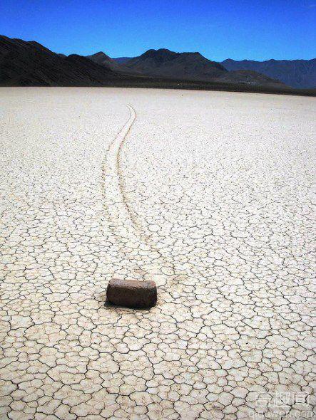 美国死亡谷石块自行漂移之谜有新解
