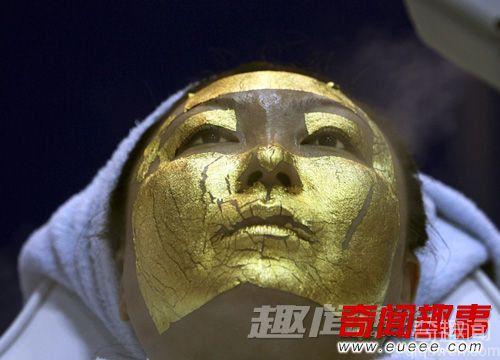 24K黄金敷脸水蛭美容法 细数奇葩美容法