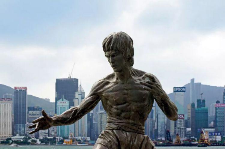一代巨星李小龙:他走了,他一直没走