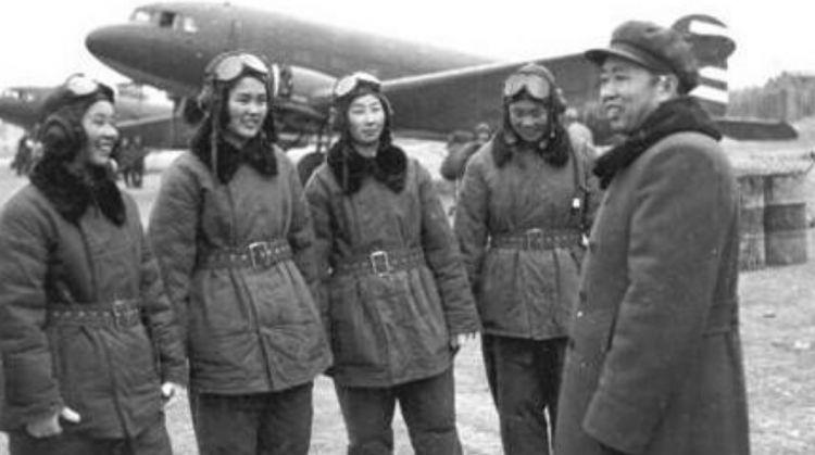 19岁参军入伍,当上中国第一任空军司令,去世时10万人自发送行