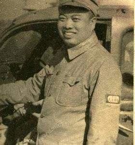 此人参军没有枪,父亲砸锅卖铁给他买,后成开国上将!
