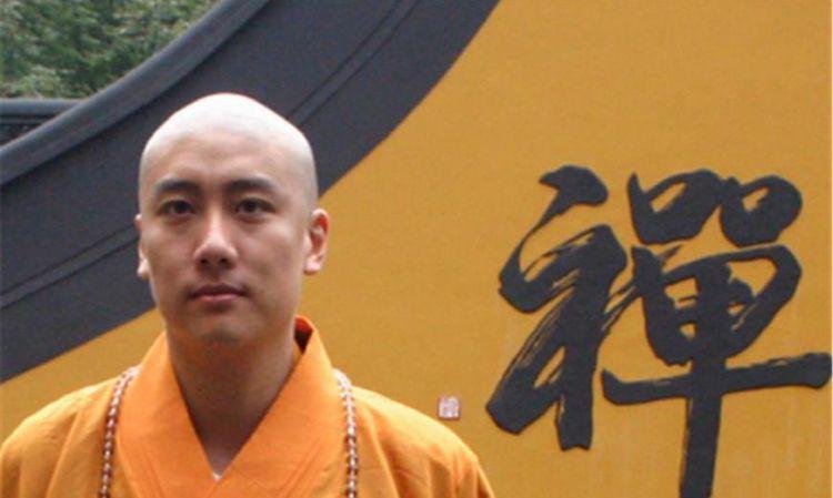 为什么佛祖有头发而和尚却要剃光头?