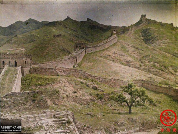 彩色老照片:100多年前的八达岭长城,年久失修不如今天壮观