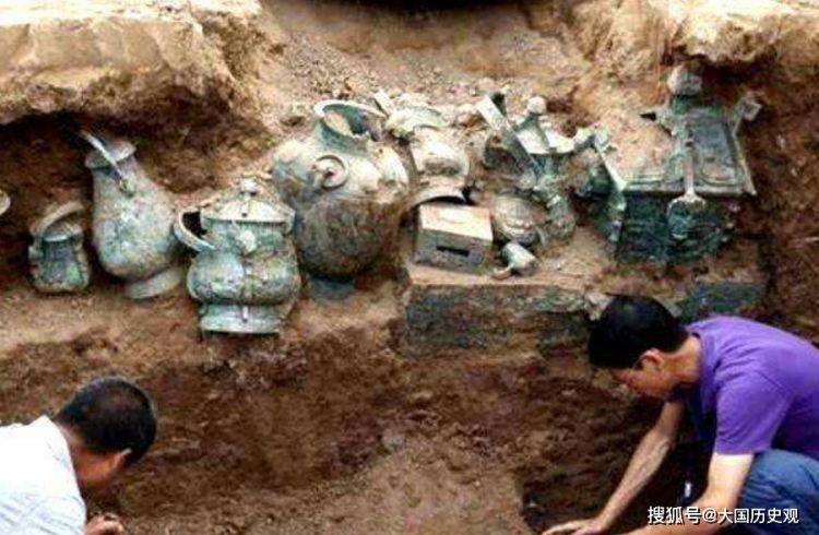 农民修房挖出神秘红棺,嫌不吉利一把火烧掉,专家:5个亿没了!
