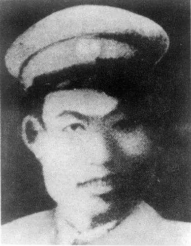 他是长征中牺牲的三个师长之一,血战湘江,为不当俘虏扯断肠子